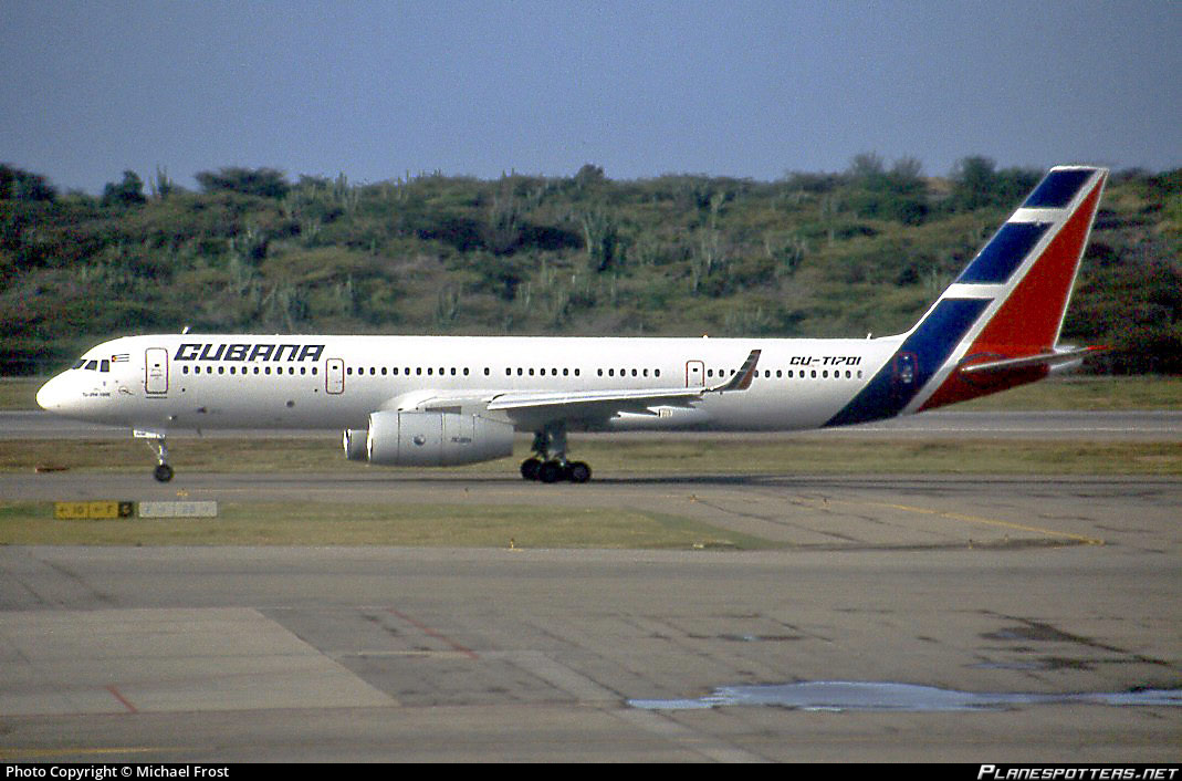 Пассажирский самолет Ту-204-100Е кубинской авиакомпании Cubana (регистрация CU-T1701, серийный номер 1450744664035), 2009 год.