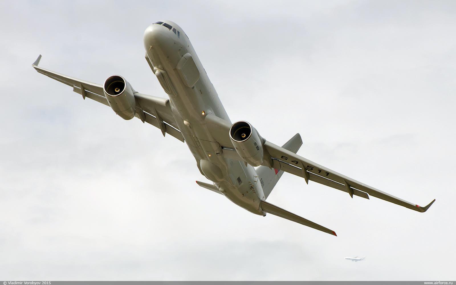 Головной экземпляр самолета комплексной разведки Ту-214Р (регистрационный номер 64511, заводской номер 42305011, серийный номер 511). Снимок 2015 года.