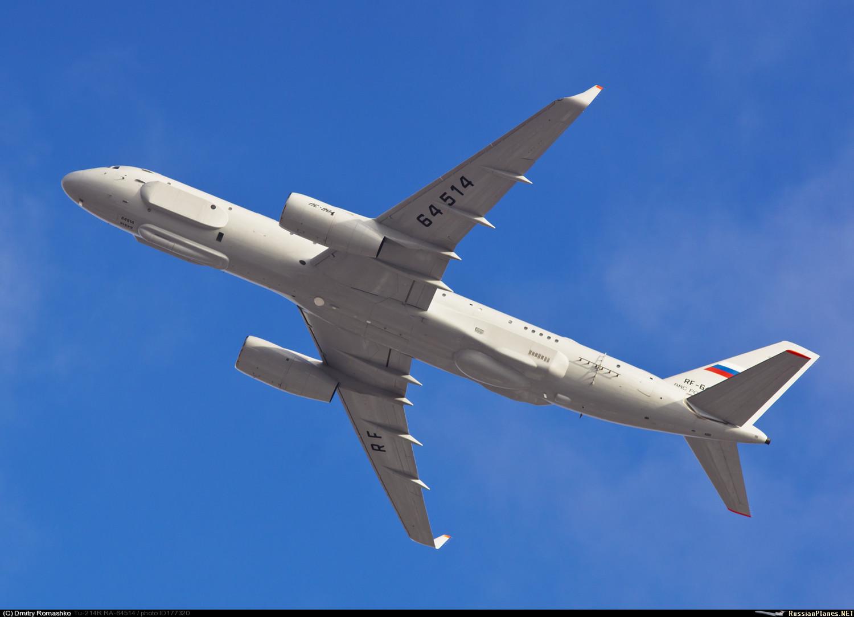 Второй построенный самолет комплексной разведки Ту-214Р (регистрационный номер RF-64514, заводской номер 42305014, серийный номер 514). Казань, 31.10.2015.