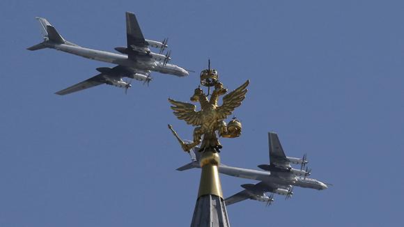 Модернизированные дальние бомбардировщики Ту-95М на параде Победы 2016г.