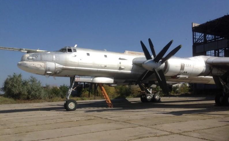 Стратегический бомбардировщик Ту-95МС, ранее принадлежавший ВВС Украины, март 2014 года.