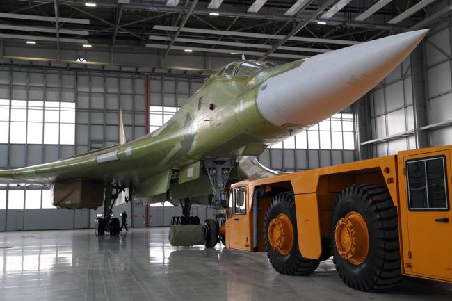 Модернизированный стратегический бомбардировщик Ту-160М2.