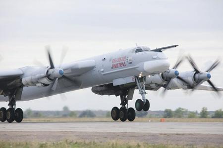 """Ту-95МС """"Медведь"""" на взлете"""