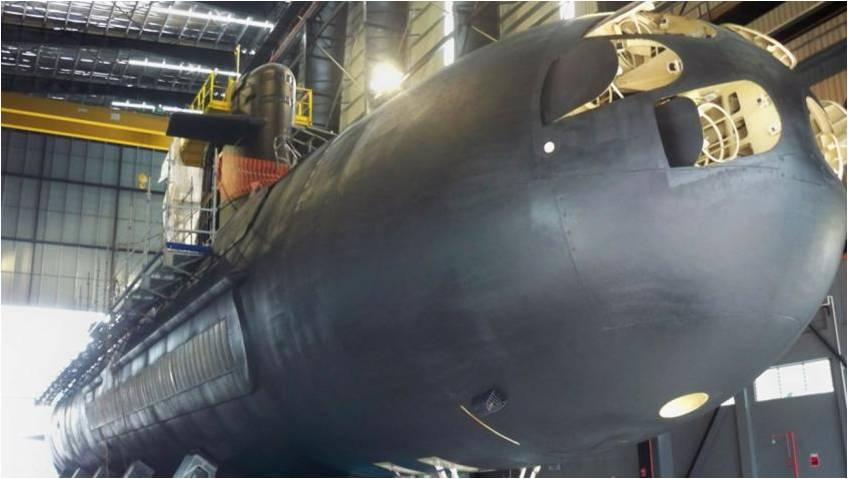 Неатомная подводная лодка Tunku Abdul Rhaman типа Scorpene ВМС Малайзии в сухом доке малайзийской военно-морской базы Кота Кинабалу.