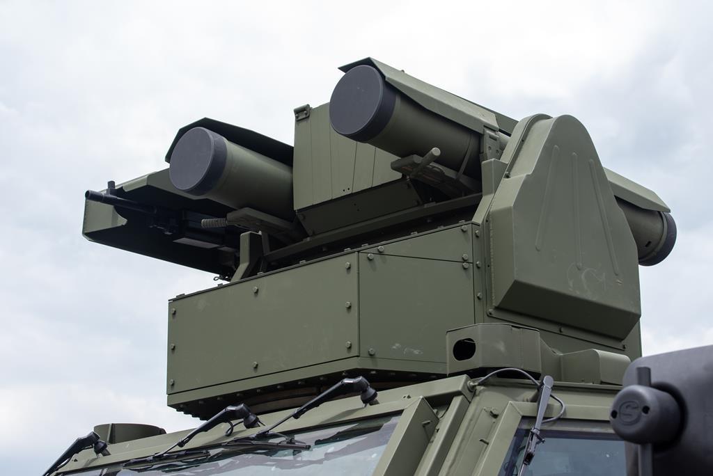 """Турецкий самоходный противотанковый ракетный комплекс FNSS Pars 4x4 ATV, оснащенный боевым модулем FNSS Remote Controlled Anti-Tank Turret (RCAT) с российскими противотанковыми ракетами 9М133-1 """"Корнет-Э""""."""