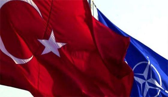 Флаги Турции и НАТО