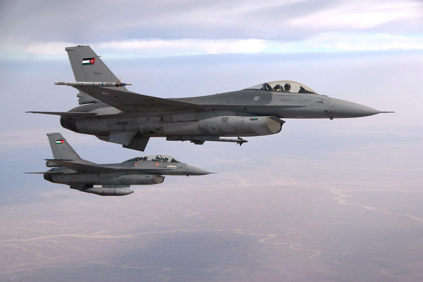 Два истребителя F-16 ВВС Иордании
