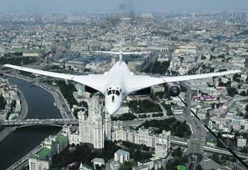 Тяжелые бомбардировщики вновь становятся инструментом геополитического давления. Фото РИА Новости