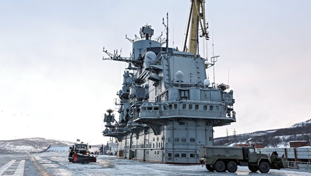 Тяжелый авианесущий крейсер Северного флота Адмирал Кузнецов в Мурманске. Архивное фото.