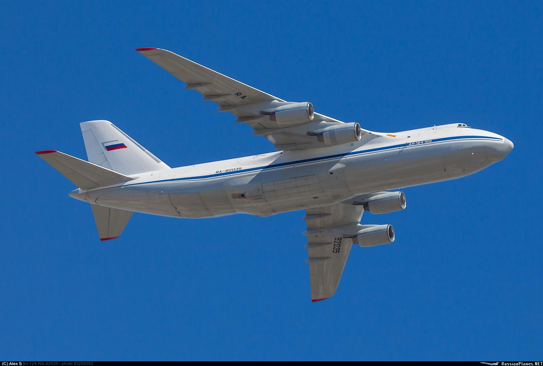 """Тяжелый транспортный самолет Ан-124-100 """"Руслан"""" (регистрационный номер RA-82035, серийный номер 05-09)."""