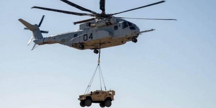 Тяжелый транспортный вертолет CH-53K King Stallion.