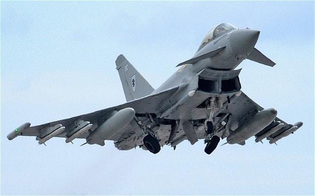 Истребитель Typhoon королевских ВВС Велдикобритании.