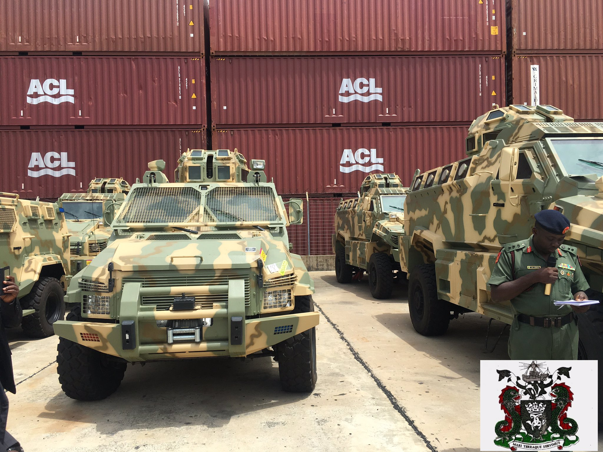 Прибывшие в Нигерию бронированные машины Typhoon и Spartan производства канадско-эмиратской группы Streit Group. Лагос,02.06.2017.