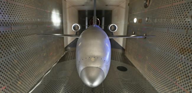 Перспективный ЛА с двигателями над крылом в аэродинамической трубе ЦАГИ Т-128.