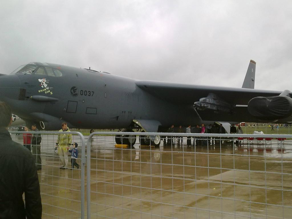 Многофункциональный тяжёлый сверхдальний стратегический бомбардировщик-ракетоносец Боинг B-52 Stratofortress
