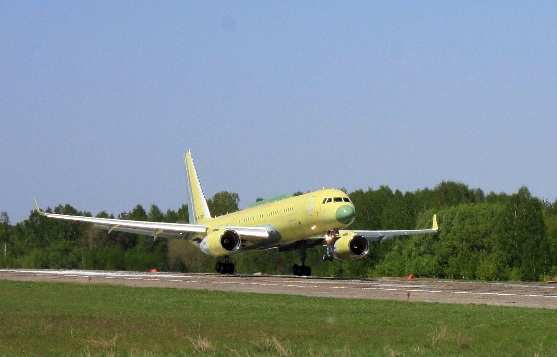 Российский среднемагистральный пассажирский самолет Ту-214