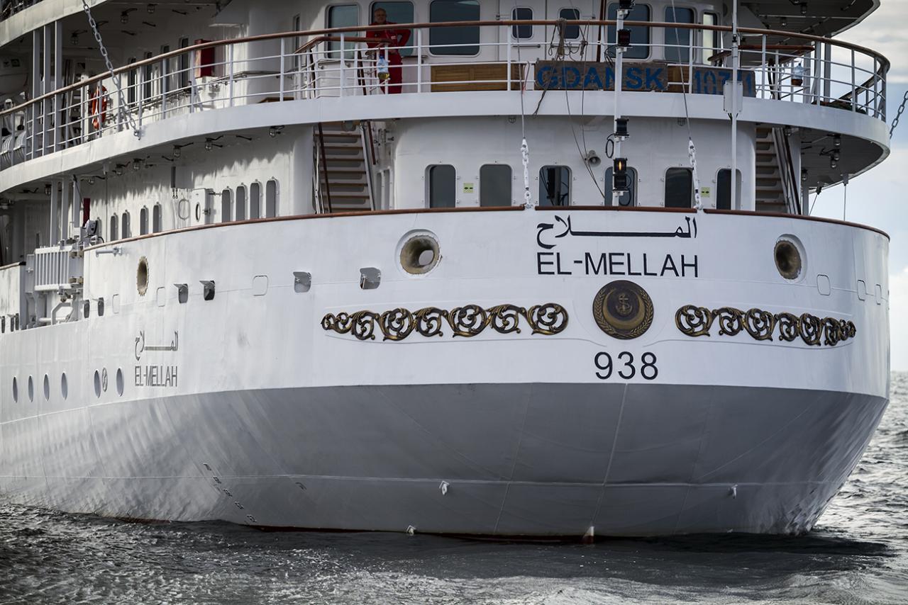 Построенный польской верфью Remontowa Shipbuilding SA для ВМС Алжира парусно-моторный учебный корабль El Mellah на испытаниях в совместном плавании с польским учебным парусно-моторным кораблем Dar Mlodziezy, 21.08.2017.