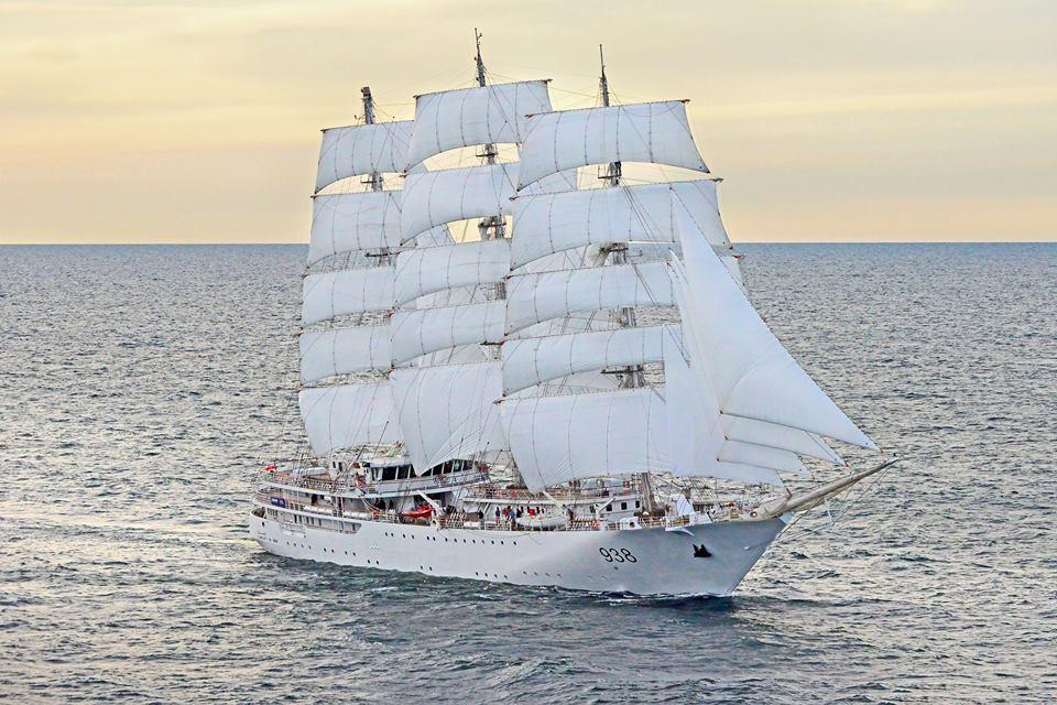 Построенный польской верфью Remontowa Shipbuilding SA для ВМС Алжира парусно-моторный учебный корабль El Mellah на испытаниях.
