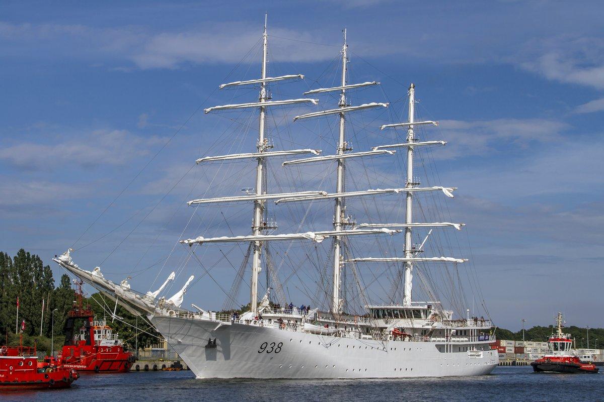Построенный польской верфью Remontowa Shipbuilding SA для ВМС Алжира парусно-моторный учебный корабль El Mellah на испытаниях, 15.07.2017.