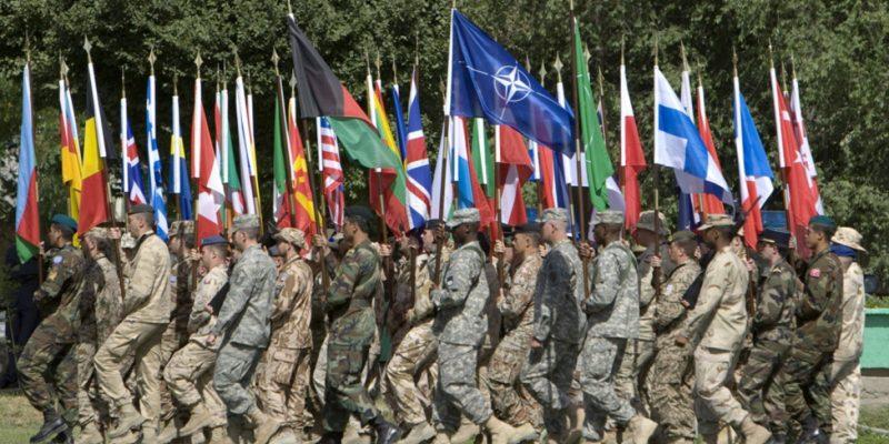 Пандемия не повлияет на военный потенциал НАТО