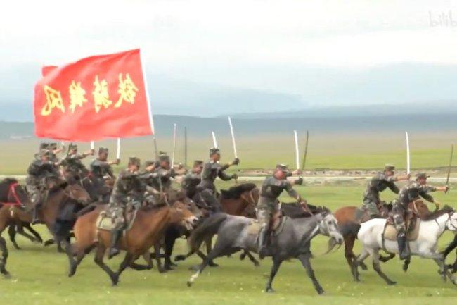 Учения ракетной кавалерии Китая сняли на видео