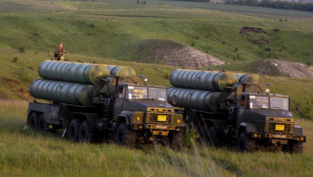Учения войск ПВО с участием дивизиона ЗРК С-300 Фаворит. Архивное фото.