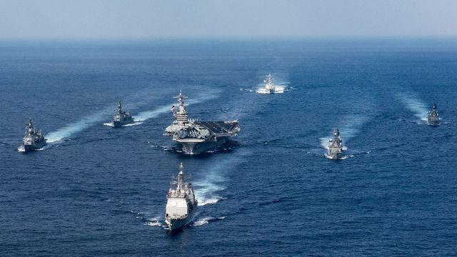 """Ударная авианосная группировка ВМС США во главе с авианосцем """"Карл Винсон"""". 31 марта 2017"""