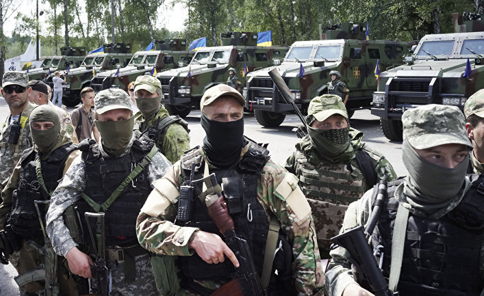 Украинские солдаты получают правительственной награды за участие в боевых действиях на востоке страны.