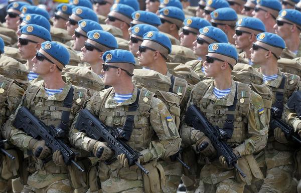 Украинские военные во время парада на День независимости