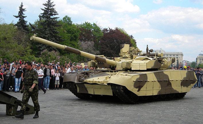 """Украинский танк Т-84 """"Оплот""""."""