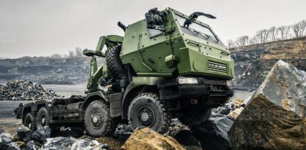 Тягач Renault (Mack) Kerax с бронированной кабиной в варианте для канадской армии.