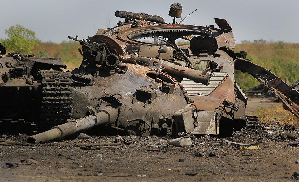 Танк, уничтоженный в составе колонны украинской армии возле села Новокатериновка.