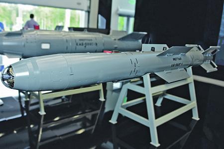 Управляемые боеприпасы позволяют самолету-носителю сбрасывать КАБ-250ЛГ-Э, не входя в зону поражения ПВО противника. Фото с сайта www.ktrv.ru