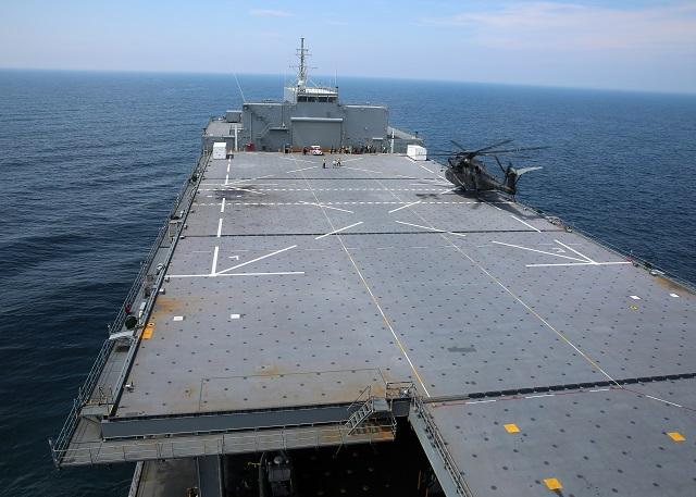 Корабль снабжения USNS Lewis B. Puller (T-ESB 3).