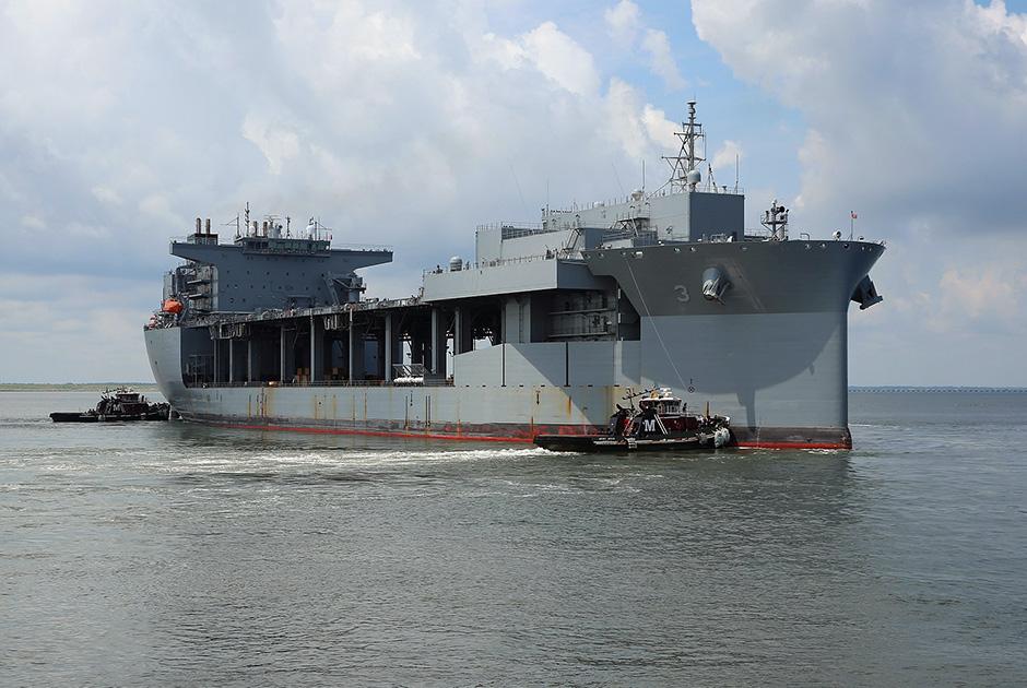 USS Lewis B. Puller на базе ВМС США Норфолк (10 июля).