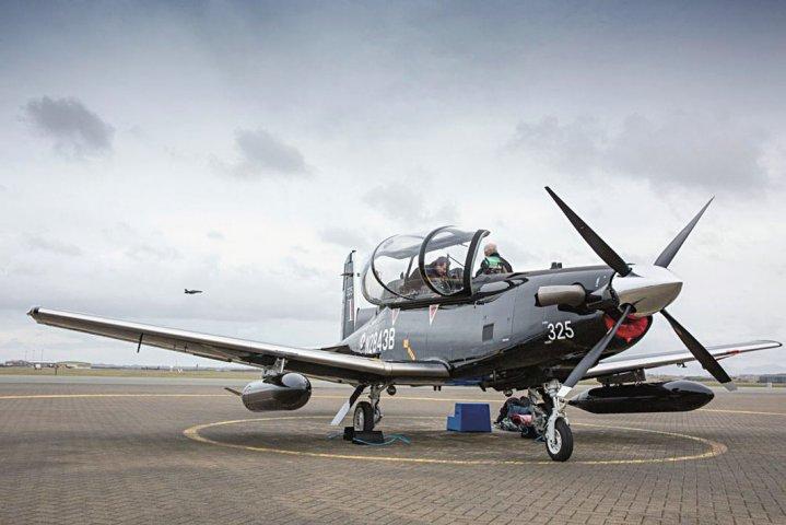 Один из двух прибывших на британскую авиабазу Валли первых полученных Королевскими ВВС Великобритании турбовинтовых учебно-тренировочных самолета Beechcraft T-6C Texan II (британский военный номер ZM325, временная американская регистрация N2843B), предназначенных для основного этапа подготовки летного состава ВВС и ВМС Великобритании в рамках новой системы летной подготовки UK Military Flying Training System (UKMFTS) на подрядной основе. 16.02.2018.