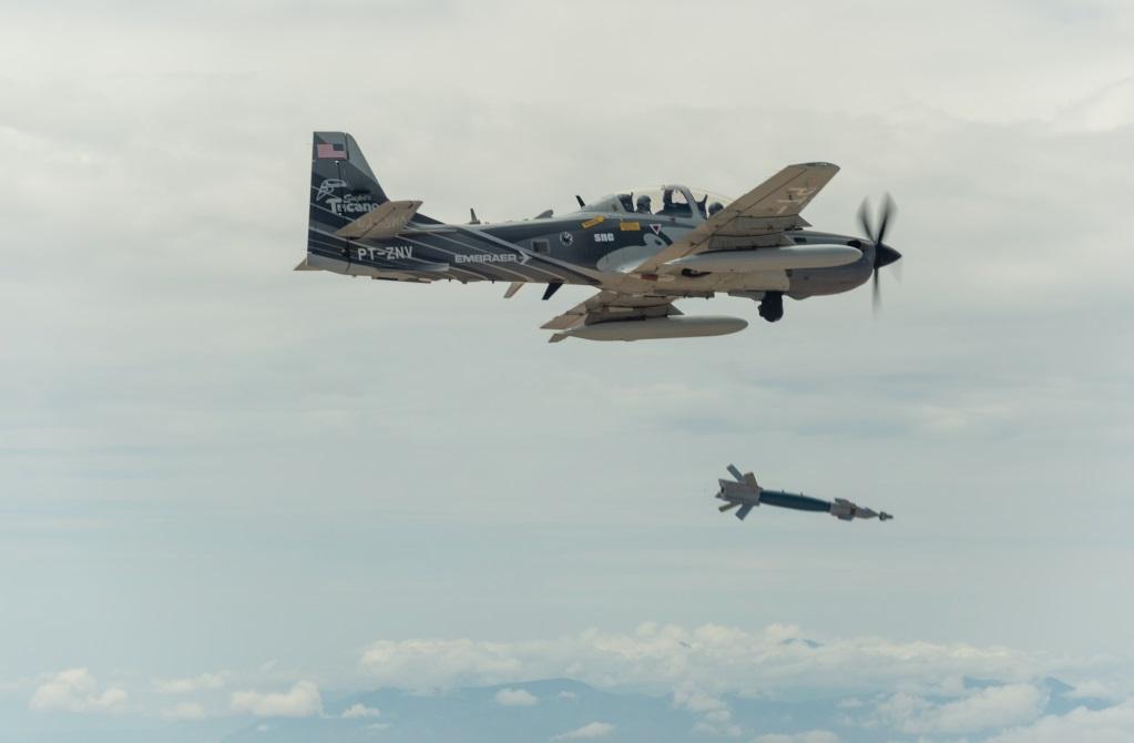 Турбовинтовой учебно-боевой самолет Embraer ЕМВ-314 (A-29B) Super Tucano (один из прототипов-демонстраторов компании с регистрацией PT-ZNV).