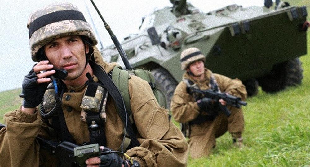 Военнослужащие ВС Узбекистана на учениях.
