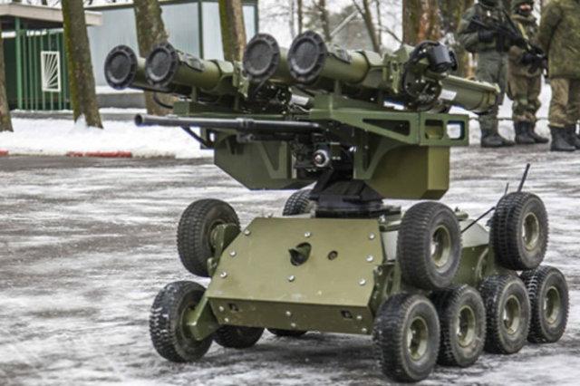 """В беспилотный комплекс """"Кунгас"""" в том числе входит легкий высокопрохо-димый боевой робот."""