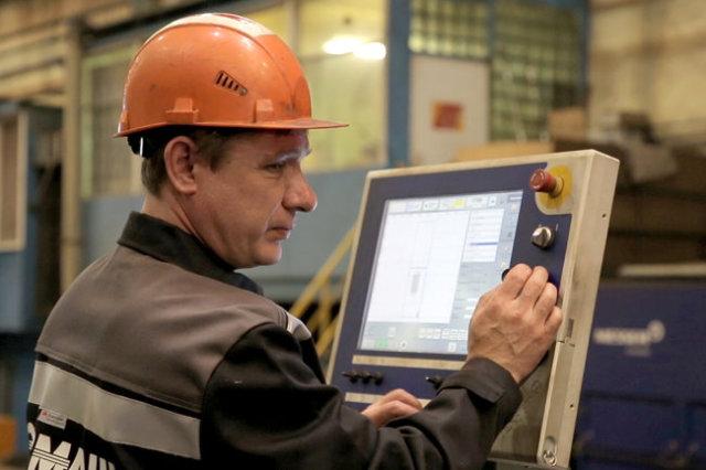 """В трудовом коллективе """"Севмаша"""" более 28 тысяч работающих, с заводом связана каждая вторая-третья семья в Северодвинске."""