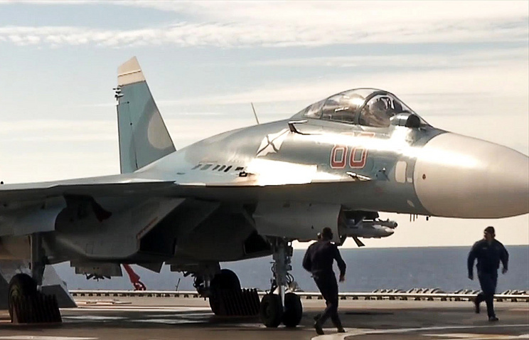 Истребитель Су-33.