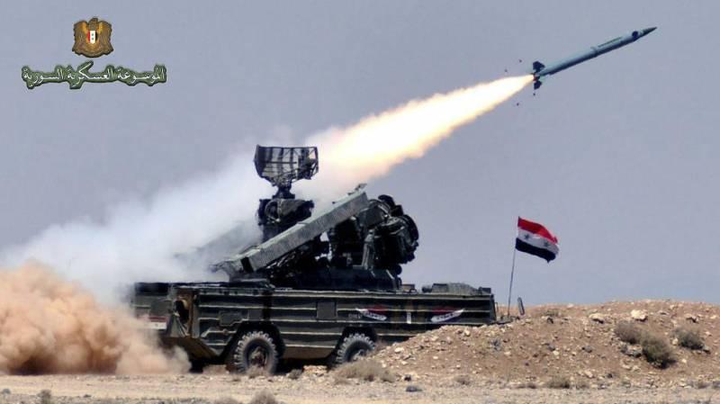"""Зенитный ракетный комплекс 9K33 """"Оса"""" сирийской ПВО в действии."""