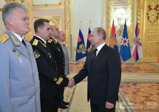 В. Путин встречается с высшими офицерами и прокурорами