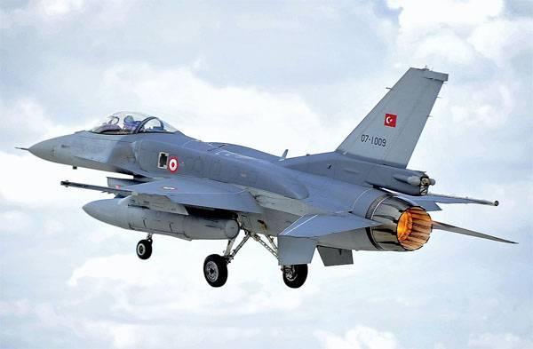 Истребитель F-16 ВВС Турции.