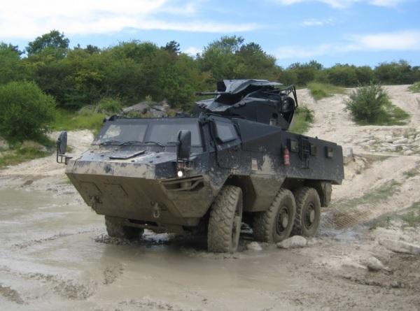 Один из опытных образцов бронетранспортера Renault Trucks Defence VAB Mk 3 в варианте c боевым модулем BAE Systems Land Systems South Africa TRT-30 с российской 30-мм автоматической пушкой 2А42 и спаренным 7,62-мм пулеметом ПКТ.