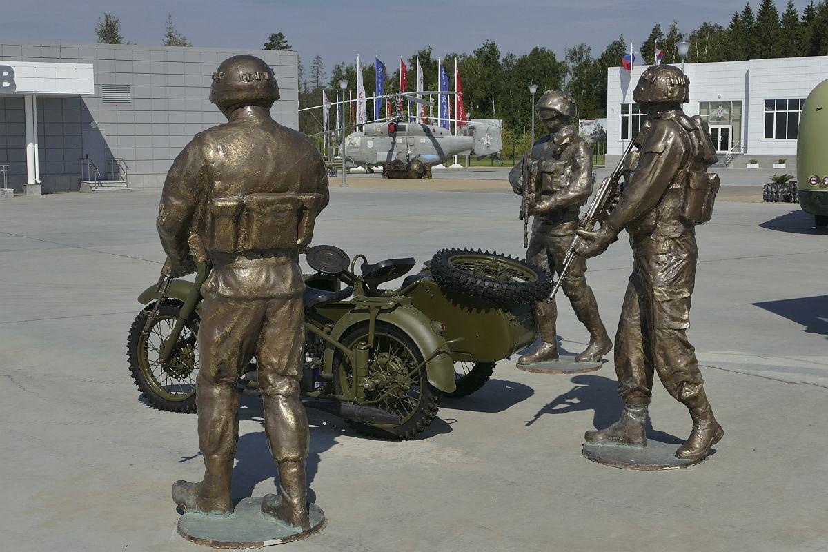 Экспозиция «Вежливые люди» на выставочной площадке конгрессно-выставочного центра «Патриот»