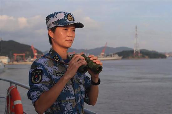 Вей Хуйсяо — первая в истории китайского флота женщина-капитан боевого корабля.