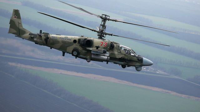 """Вертолет Ка-52 """"Аллигатор"""" во время летно-тактических учений в Краснодарском крае"""