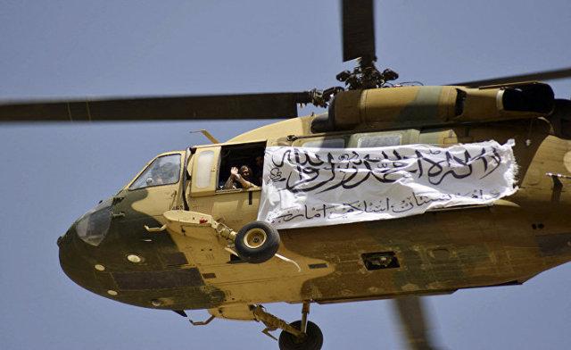 Вертолет с флагом талибов* в Кандагаре