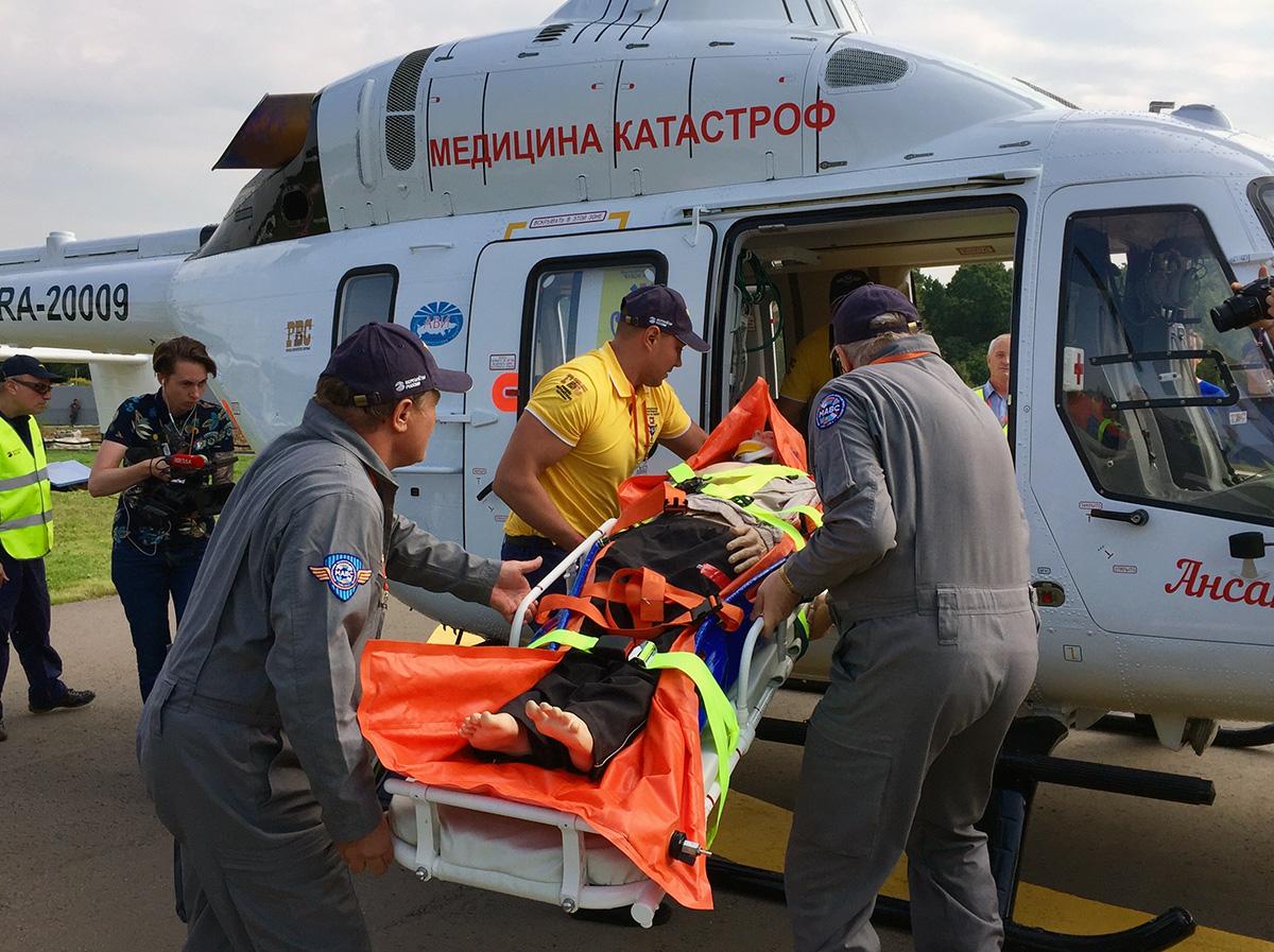 Переданный ЗАО &quot;Русские Вертолетные Системы&quot; (РВС) второй вертолет «Ансат» с медицинским модулем (регистрационный номер RA-20009, предположительный серийный номер 33077), построенный по контракту 2016 года АО &quot;Государственная транспортная лизинговая компания&quot; (ГТЛК) с АО &quot;Вертолеты России&quot;. Хелипарк Подушкино (Московская область), 02.09.2017 <br>.